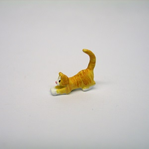 "1/4"" cat playing"